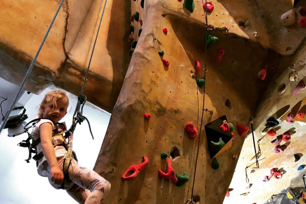 Hard_Rock_Climbing_School_Holidays